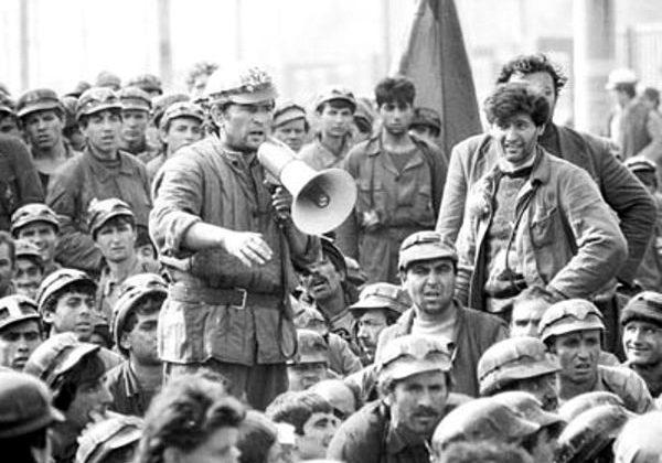 Miron-Cozma-si-minerii-iunie-1990