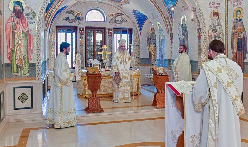 Patriarhul-Daniel-Sfanta-Liturghie-in-Salonul-Sfintilor-Romani-3